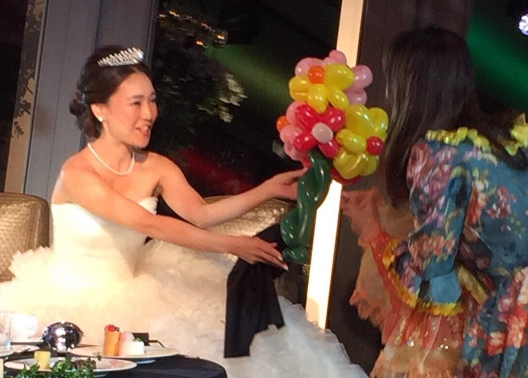 結婚式の余興・アトラクションに出張お笑い女性マジシャン派遣