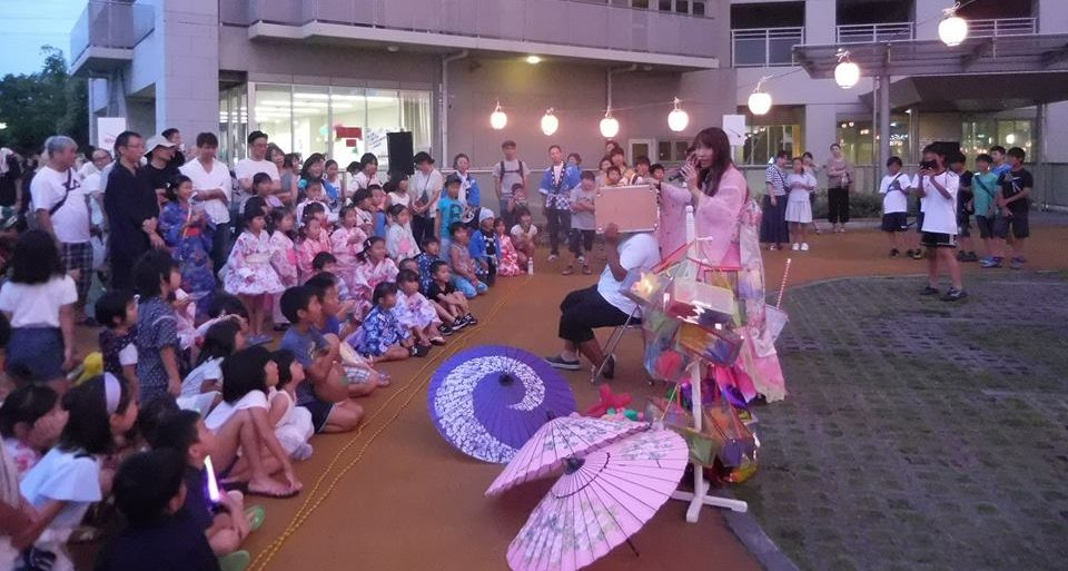 大阪・夏休みイベントでマジックショー